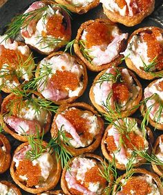 Dinner Party Recipes, Party Food And Drinks, Appetizer Recipes, Snack Recipes, Snacks, Pavlova, Jamie Oliver Comfort Food, Homemade Aioli, Florence Food