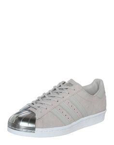 An den 'Superstar 80S' von adidas Originals @aboutyoude führt auch in dieser Saison kein Weg vorbei. Das zeitlose und zugleich topaktuelle Design verleiht jedem sportiven Outfit einen Feinschliff mit urbaner Note. Adidas Originals, The Originals, Superstar, Adidas Sneakers, Note, Outfit, Classic, Shopping, Shoes