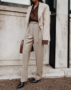 By Aylin Koenig Linen Blazer , Peter Do Convertible voile shirt , Arket Wool Flannel Trousers , Elleme Raisin Leather Bag Beige Outfit, Brown Fashion, Modern Fashion, Jean Outfits, Fashion Outfits, Fashion News, Womens Fashion, Look Zara, Trench Coat Outfit