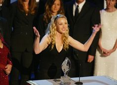Pin for Later: 28 Award Show Moments That Will Make You Miss the Cast of Friends Lisa Kudrow addressed the crowd while giving an acceptance speech during the People's Choice Awards in 2003.