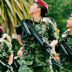 Estilo Chola, Female Soldier, Real Women, Army, Around The Worlds, Female Warriors, Military, Paratrooper, Soldiers