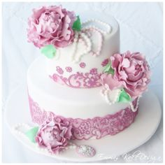 Emmas KakeDesign:Head to the blog for a DIY step-by-step tutorial on how to make this beautiful vintage wedding cake with lace and peonies.   Instagram @emmaskakedesign Diy Step By Step, Fondant Rose, Cake Tutorial, Peonies, Wedding Cakes, Sweets, Tutorials, Snacks, Lace