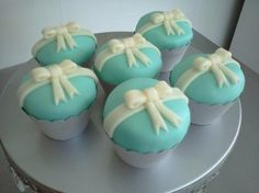 Tiffany Theme Cupcakes, Photos Courtesy of romanblas.com