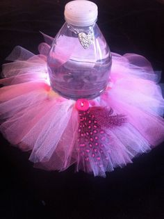 Pink and white water bottle tutu by SweetAndShy on Etsy, $28.00                                                                                                                                                     Más