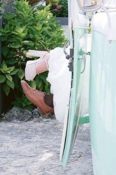 Dicas a ter em conta quando se trata de comprar os sapatos perfeitos para o grande dia!  #casamento #dicas #sapatos #fatores #comprar #look #calçado #estilo #casamentospt Look, Plus Wedding Dresses, Bride Shoes Flats, Wedding Dress Simple, Original Wedding Invitations, Plus Size Brides, Bridal Fashion