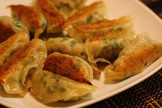 Perfect Pot Stickers (Alton Brown) - updated link with the actual website Crepes, Pot Stickers Recipe, Chicken Gyoza, Food Network Recipes, Cooking Recipes, Sauces, Brown Recipe, Good Food, Yummy Food