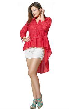 Indispensáveis ao guarda-roupa feminino, as camisas aparecem renovadas nesse verão: recortes diferenciados, detalhes em renda e comprimento mullet aparecem nos novos modelos! Aposte nelas e saia do básico!