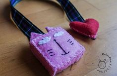 Pink cat felt bookmark hand made with super by jamiralaquaglia