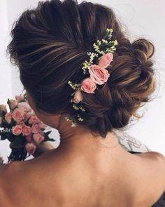 Flores delicadas são uma ótima pedida para finalizar o seu penteado. São na medida para deixar bem finalizado e bem lindo!