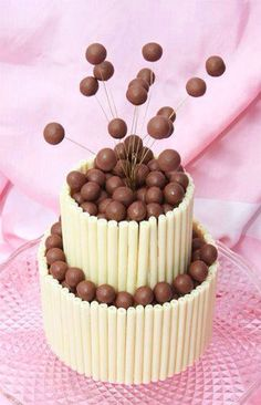 White chocolate and Malteaser cake Beautiful Cakes, Amazing Cakes, Malteaser Cake, Festa Party, Novelty Cakes, Occasion Cakes, Fancy Cakes, Love Cake, Creative Cakes