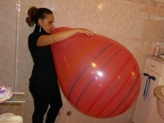 girls with huge balloons Large Balloons, Helium Balloons, Hello Kitty Colouring Pages, Coloring Pages, Balloons Tumblr, Girl Holding Balloons, Sofia Rose, Big And Beautiful, Latex