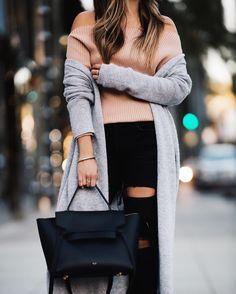 Qui a dit qu'avoir du style était compliqué?  #lookdujour #ldj #knitwear #auchaud #knit #nude #outfitideas #outfitinspo #ootd #neutrals #inspiration #regram  @pamhetlinger