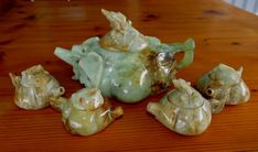 Green and honey jade teapot set . The cups also have carved lids. Very detailed work Tea Pot Set, Pot Sets, Pumpkin Vine, Teas 6, Antique Vanity, Vine Design, Qing Dynasty, Vintage Shabby Chic, Jade