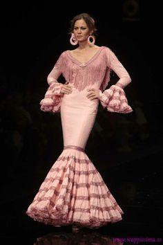 Spanish style – Mediterranean Home Decor Spanish Woman, Spanish Style, Flamenco Costume, Flamenco Dresses, Gypsy Women, Spanish Fashion, Ballroom Dress, Modest Outfits, African Fashion