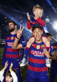 Camp Nou celebrates the double Fc Barcelona, Barcelona Soccer, Barcelona Players, Neymar Jr, Camp Nou, Good Soccer Players, Football Players, Real Madrid Players, Saints