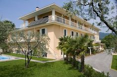 Hotel Panoramica - Salò ... Garda Lake, Lago di Garda, Gardasee, Lake Garda, Lac de Garde, Gardameer, Gardasøen, Jezioro Garda, Gardské Jezero, אגם גארדה, Озеро Гарда ... Welcome to Hotel Panoramica Salò, The Panoramica features an outdoor swimming pool, a sauna, and a restaurant. It is set on a hilltop 2 km from the centre of Salò, connected via a cycle track. Desenzano del Garda is a 20-minute drive away. Hotel Panoramicas air-conditioned rooms
