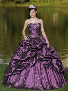 Strapless Embroidery Beading Purple Quince Dress with Pick-ups