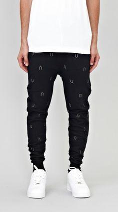 Black U Embroidery Track Pant Fashion Pants, Mens Fashion, Fashion Outfits, Street Look, Street Wear, Outfit Man, I Love Ugly, Classic Man, Men Looks