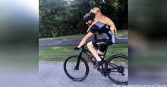 Cyclist Gives Piggyback Ride To Puppy Who Desperately Needed Help New Sibling, Anatole France, Dog Stories, Animal Rescue Site, Animal Protection, Broken Leg, Horse Farms, He Is Able, Dog Crate