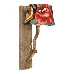 houten wandlamp met rozenkelim kap