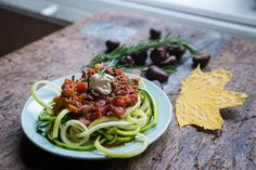 Vorige week maakte Prins met de deelnemers van Hoe word ik 100? een heerlijk pastagerecht: Pasta courgetti met bolognesesaus. Een pastagerecht zonder snelle koolhydraten en daardoor zeer geschikt voor de deelnemers die van hun aandoeningen en/of overgewicht af proberen te komen.