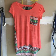 Rue 21 Elephant High Low Top Cute and stretchy top Rue 21 Tops Tees - Short Sleeve