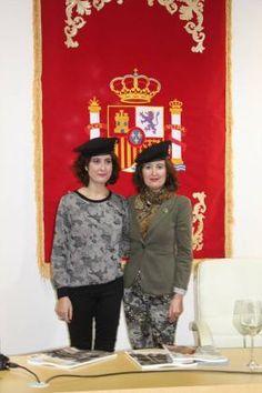 Laura y María Lara reciben la boina negra como 'soldados del Undécimo Tercio'