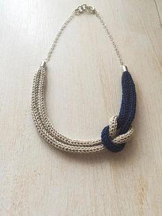 Collana tricot blu e grigia con nodo marinaio