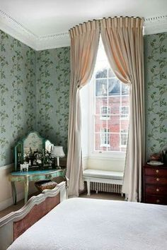 Italian strung curtains hung from a curved pelmet board to emphasise the height of the window.