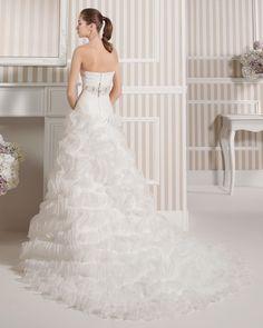 8S192 LUDOVIC | Wedding Dresses | 2015 Collection | Luna Novias (back)