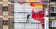 Guillaume Bottazzi / BRUZZ : artiest bezig aan muurschildering Jourdanplein