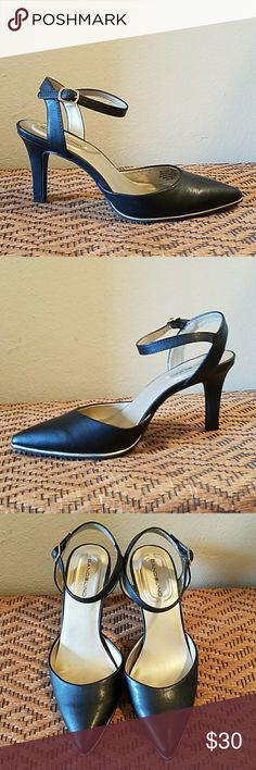 BANDOLINO BLACK ANKLE STRAP HEELS W/SILVER ACCENT BANDOLINO BLACK ANKLE STRAP HEELS W/SILVER ACCENT.  Worn once.  Size 7 Bandolino Shoes Heels