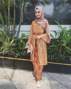 ideas for sewing clothes women tops simple Kebaya Modern Hijab, Model Kebaya Modern, Kebaya Hijab, Kebaya Muslim, Kebaya Lace, Batik Kebaya, Kebaya Dress, Batik Dress, Dress Brukat