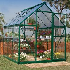 How to make the small greenhouse? There are some tempting seven basic steps to make the small greenhouse to beautify your garden. Aquaponics System, Hydroponics, Aquaponics Fish, Aquaponics Greenhouse, Hydroponic Gardening, Serre Polycarbonate, Polycarbonate Greenhouse, Backyard Greenhouse, Greenhouse Plans