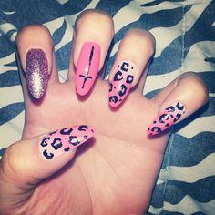 my new obsession.. stiletto nails <3