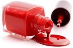 Descubre los riesgos de utilizar lacas de uñas de mala calidad.