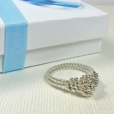 Rosette wire ring