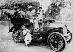 HM King Chulalongkorn and Royal Family display a 1906 vehicle.