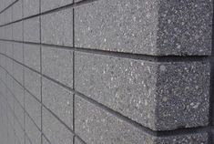 flooring concreto pulido Hobson Bay House by Julian Guthrie Architecture Concrete Block Walls, Concrete Facade, Precast Concrete, Brick Facade, Brick Cladding, House Cladding, Exterior Cladding, Brickwork, Brick Images