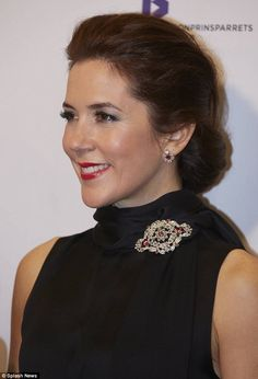 Crown Princess Mary pinned the diamond brooch from the famous ruby parure to the scarf detail on her black dress when she attended this year's Crown Prince Couple's Prizes. Princesa Mary, Mary Donaldson, Style Royal, Princess Marie Of Denmark, Danish Royalty, Danish Royal Family, Royal Jewelry, Jewellery, Glamour