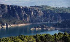 Embalse de Entrepeñas    Sus aguas refrescan y embellecen los riscos de La Alcarria. (FLICKR/untipografico)