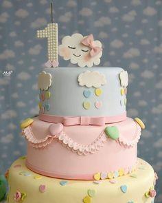 1 aninho da Rafaela Flore Fondant Cakes, Cupcake Cakes, Baby Girl Birthday Decorations, Cloud Party, Cloud Cake, Candy Drinks, Baby Girl Cakes, Diy Cake, Cute Cakes
