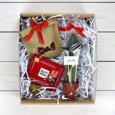 Подарок с шоколадом, кактусом, орехами и орехком с пожеланием