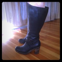 Large calf leather DUO boots. Beautiful leather knee high boots from duo. Calf fits up to a 18-19 inch calf! Ankles are thin though, which is the only reason I'm letting these go. I tried having the ankles stretched at my cobbler but due to the detailing at the ankle plus the zipper they couldn't stretch them enough. Only worn /tried on in the house and at the cobbler. Dark grey/light black leather. Marked size EU40. I wear a 39 pretty solidly but these fit me fine. My foot is not quite wide…