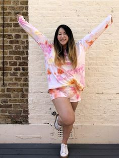 An adventure in ice dyeing (tutorial included!) - Self Assembly Required How To Tie Dye, How To Dye Fabric, Powder Dye, Tie Dye Kit, Tilly And The Buttons, Rit Dye, Ice Dyeing, Ombre Effect, Boyfriend Style