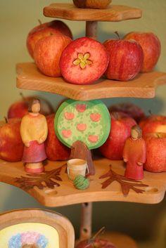 Just pretty. autumn table  Voor Grimms, Ostheimer en Buntspechte zie www.puurspeelgoed.nl - Rosh or Sukkot nature table