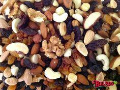 Mix de frutos secos naturales. Contiene: almendras, nueces de Brasil, anacardos, avellanas, nueces y pasas.