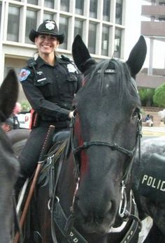 Albuquerque police mounted squad, more at www.PoliceHotels.com