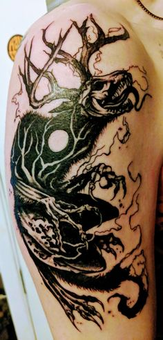 My Wendigo using some negative space for scary effects – skull tattoo sleeve Evil Tattoos, Spooky Tattoos, Horror Tattoos, Dream Tattoos, Body Art Tattoos, Sleeve Tattoos, Tattoo Drawings, Occult Tattoo, Gothic Tattoo