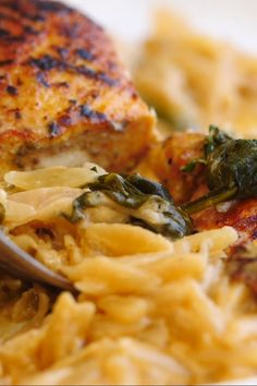 This One Skillet Creamy Sun-Dried Tomato Chicken and Orzo is the perfect dinner.quick, easy, hearty, and delicious! A cherished all-in-one dinner! Healthy Chicken Dinner, Healthy Dinner Recipes, Cooking Recipes, Summer Recipes, Vegetarian Recipes, Dessert Recipes, Sundried Tomato Chicken, Chicken Orzo, Tasty Videos